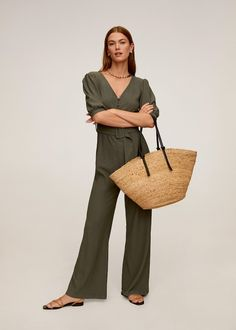 A capsule wardrobe is a minimalistic wardrobe that contains around 20 up to 40 pieces. Be inspired by our 2020 Capsule wardrobe essentials list. Capsule Wardrobe Essentials, Wardrobe Basics, Long Jumpsuits, Jumpsuits For Women, Brooklyn Blonde, Mango France, Classic Wardrobe, Belted Shirt Dress, Slim Fit Pants