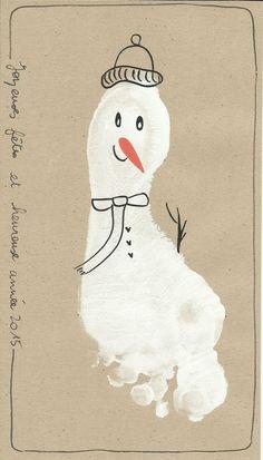 17 nouvelles idées pour réaliser de belles cartes de voeux - Page 2 sur 3 Christmas Wrapping, Christmas Cards, Christmas Ornaments, Xmas Crafts, Crafts For Kids, Handprint Art, Baby Art, Snoopy, Art Prints
