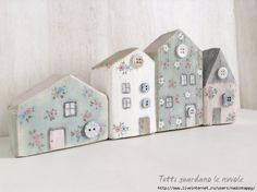 Everyone watches the clouds: Little Houses Wood Block Crafts, Wooden Crafts, Home Crafts, Easy Crafts, Diy And Crafts, Diy Projects To Try, Wood Projects, Small Wooden House, Wooden Houses