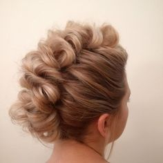 Mohawk updo, I only used 6 Bobby pins! Dance Hairstyles, Homecoming Hairstyles, Winter Hairstyles, Braided Hairstyles, Wedding Hairstyles, Cool Hairstyles, Faux Hawk Hairstyles, Mohawk Updo, Box Braids Styling