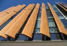Finger Jointed and Laminated Western Red Cedar Aerofoil Louvre Blades Building Skin, Building Facade, Screen Design, Facade Design, Interior Exterior, Exterior Design, Garage Guest House, Shading Device, Timber Screens