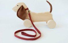 Uma lista com 18 marcas portuguesas de bonecos e brinquedos mais sustentáveis feitos de madeira, tecido ou papel.