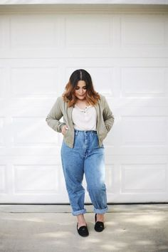 17 Easy Achievable Ways to Style Mom Jeans Outfits - Curvy outfits - Chubby Fashion, Big Girl Fashion, Fashion Looks, Mode Outfits, Jean Outfits, Fashion Outfits, Fashion Fashion, Sweater Fashion, Fashion Trends