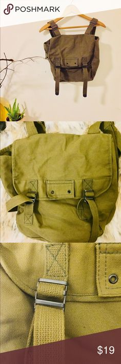 V I N T A G E _ army knapsack! Medium size. V I N T A G E _ army knapsack! Knapsack measures approximately 12 x 12 Clean interior. No stains or marks. Double straps that are adjustable. Side snap pocket. Green in color. Easy to clean. Images seen have been lighten. Actual color varies. Questions?! I'm available! Bags Backpacks