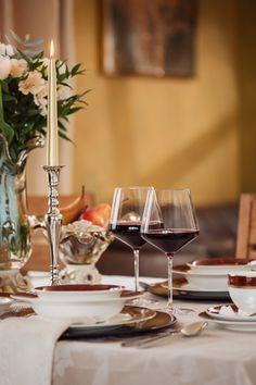 Ambianța ideală de acasă este dată de alegerile pe care le faci! Vizitează-ne pe www.nobilacasa.ro și descoperă articolele pentru amenajarea mesei!  #pahar pentru vin #farfurie portelan #set farfurii portelan #tacamuri inox # vaza murano Table Settings, Place Settings, Tablescapes