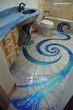 Azulejos en las superficies de un cuarto de aseo personal, decoración de lineas orgánicas original.