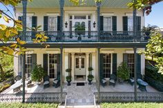New Orlean's homes in the French Quarter and Garden District owned by Nicolas Cage New Orleans Homes, New Orleans Louisiana, New Orleans Mansion, Louisiana Homes, Exterior Design, Interior And Exterior, Exterior Homes, Stucco Homes, Puerto Rico