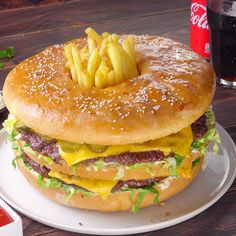 XXL Big Mac Against this gigantic treat, every fast food looks boring! food Related posts: Low Carb Big Mac Roll Low-Carb Big Mac Rolle Milchstücke XXL 😍 😍 😍 The Best Vegan Mac & Cheese Quick Dessert Recipes, Easy Cake Recipes, Beef Recipes, Dinner Recipes, Cooking Recipes, Healthy Recipes, Cooking Food, Burger Recipes, Healthy Food