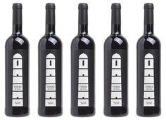 Torre da Vigia DOC 2010 is een fijne rode wijn uit de Douro, Noord-Portugal. Deze wijn heeft een mooie robijnrode kleur, prettige geuren van kersen, bessen en specerijen. In de mond is deze medium-bodied wijn, fruitig en fris. Kan in de zomer gekoeld gedronken worden. Verkrijgbaar via Harderwijn.