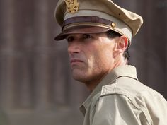 Matthew Fox plays General Bonner Fellers, under General MacArthur's command in Emperor (watch it on Netflix). Based on true events, the movie focuses on the short period when Gen. MacArthur oversees the surrender of Japan. Apocalypse Now, Hannibal Rising, Matthew Fox, Tommy Lee Jones, New Movies, Emperor, Soundtrack, Captain Hat, Things To Come