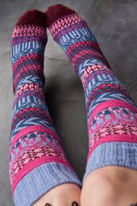 Wooly Fair Isle socks, oh yes I want these! Crochet Socks, Knit Socks, Knitting Socks, Fun Socks, Cozy Socks, Knitting Projects, Knitting Patterns, Knee Highs, Fair Isle Pattern