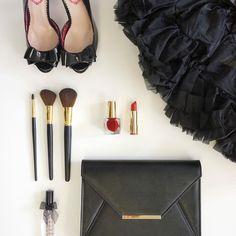 Elegance v cerne ♥️ Fashion Heels, Brushes, Lipstick, Queen, Beauty, Black, Instagram, Eye Circles, Black People