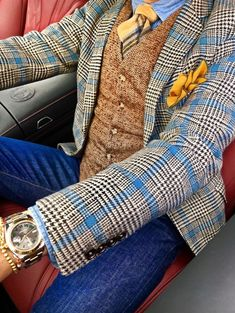 A mix of colors and textures with jeans gives this gentleman an updated style. A mix of colors and textures with jeans gives this gentleman an updated style. Mens Fashion 2018, Mens Fashion Blazer, Suit Fashion, Fashion Outfits, Fashion Ideas, Fashion Clothes, Fashion Hats, Sharp Dressed Man, Well Dressed Men