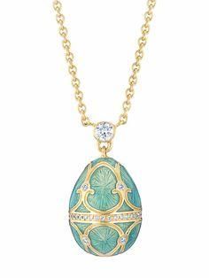 Flechazo del día por el colgante de Fabergé con un huevo en miniatura de oro con diamantes