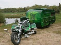 TRIKE & trailer. Maybe time for vaca?