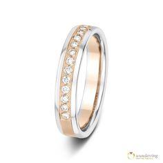 Diamantring aus einer mattierten 750er/18 Karat Roségold-Weißgold Komposition und Diamanten. Jetzt als Musterrring testen! #Ehering #Trauring #Hochzeit #Braut