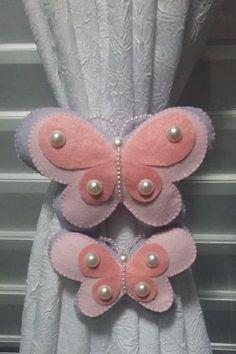 Resultado de imagen para mariposas de feltro para cortinas Felt Diy, Handmade Felt, Felt Crafts, Diy And Crafts, Crafts For Kids, Arts And Crafts, Butterfly Crafts, Wool Applique, Felt Ornaments