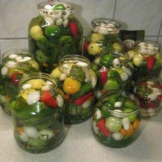 Ízletes vegyes savanyúság télre Pickling Cucumbers, Hungarian Recipes, Pickles, Salads, Food And Drink, Canning, Vegetables, Desserts, Hungary