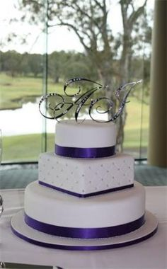 54 Best Ideas Wedding Cakes Square And Round Silver – Beautiful Wedding Cake Designs Square Wedding Cakes, Purple Wedding Cakes, Cool Wedding Cakes, Elegant Wedding Cakes, Wedding Cake Designs, Trendy Wedding, Wedding Ideas, Elegant Cakes, Wedding White