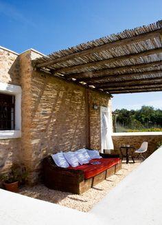 Patio - mediterraneanfeel: Summer House in Ibiza White Pergola, Deck With Pergola, Backyard Pergola, Patio Roof, Pergola Plans, Outdoor Retreat, Outdoor Rooms, Outdoor Living, Outdoor Decor