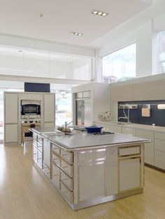 une cuisine de malouini re dans le style la cornue ilot. Black Bedroom Furniture Sets. Home Design Ideas