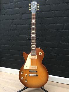 Gibson Les Paul Tribute 60 in worm honeyburst.