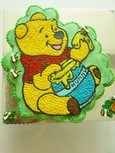 Gorgeous Winnie the Poo cupcake cake Pull Apart Cupcake Cake, Pull Apart Cake, Cupcake Cakes, Winnie The Pooh Cake, Winnie The Pooh Birthday, Thomas Birthday Cakes, 2nd Birthday, Clever, Muffin
