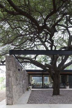casa tn by blt arquitectos Residential Architecture, Amazing Architecture, Interior Architecture, Casa Petra, Modern Bungalow House, Casas Containers, Dordogne, Forest House, Stone Houses
