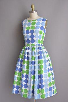 vintage 1950s dress. 50s bold polka dot print full skirt