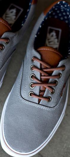 83017c6197 Simple Vans Era - it s all in the details Mens Vans Shoes