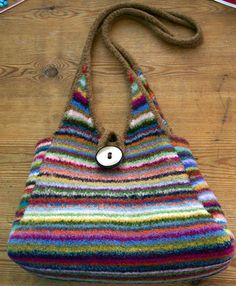 knitted bag - If I could knit, I would make this (or try).