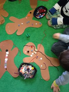 Playfully Learning: Dress the Gingerbread Man Game Gingerbread Man Activities, Gingerbread Crafts, Gingerbread Man Cookies, Christmas Gingerbread, Christmas Writing, Christmas Tree Art, Christmas Crafts, Preschool Christmas, Eyfs Activities
