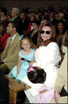 ROCIO JURADO - 10Acompañada de su nieta Rocío y de su hija Gloria Camila