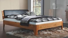 Die Betten aus eigener Manufaktur sind so individuell wie Sie. Wir stellen sie in allen Holzarten, Farben, Höhen und Polster-Stoffen nach Ihren Wünschen her