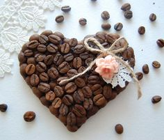 . Coffee Bean Art, Coffee Beans, Diy And Crafts, Arts And Crafts, Coffee Crafts, Decoupage, Minden, Candy, Chocolate
