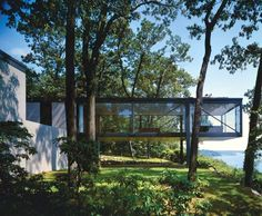 The Robert C. Leonhardt House in Lloyd Harbor, Long Island, New York, was built in 1956 by American modernist architect Philip Johnson. Black and white photograph: Ezra Stoller/ ESTO Philip Johnson, Architecture Résidentielle, Sustainable Architecture, Long Island, Exterior Design, House Design, House Styles, Inspiration, Modern Houses