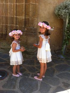 LAS NIÑAS DE LA BODA DE AMALIA Y STEFANO Wedding With Kids, Young Models, Wedding Wishes, Baby Dress, Marie, Kids Outfits, Kids Fashion, Dream Wedding, Flower Girl Dresses