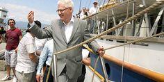 BORIS DEŽULOVIĆ Mečka za tajkune ili kako se predsjednik Josipović kupao gdje nitko ne smije - Jutarnji.hr Suit Jacket, Breast, Politics, Suits, Jackets, Down Jackets, Suit, Jacket, Wedding Suits