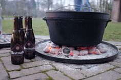 Dutch Oven Camping, Camping Bbq, Bbq Grill, Barbecue, Dutch Oven Recipes, Kitchen Magic, Grilled Pizza, Outdoor Food, Green Eggs