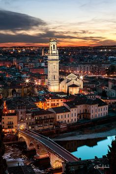 ponte di pietra, verona - travel | italy (by giuliano cattani) - italy - italia - verona - veneto - bridge - river - skyline - city - night - lights - sky- wanderlust - trip - vacation - discover places - adventure - explore - europe - eurotrip - idea - ideas - inspiration - travel photography