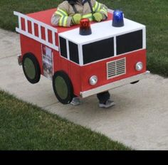 Homemade Halloween firetruck costume made out of a cardboard . - Cardboard Box , Homemade Halloween firetruck costume made out of a cardboard . Homemade Halloween firetruck costume made out of a cardboard . Boxing Halloween Costume, Homemade Halloween Costumes, Halloween Party, Cardboard Car, Cardboard Box Crafts, Cardboard Costume, Fire Truck Activities, Diy Karton, How To Make Fire