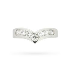 This modern ring glitters with a single row of seven round brilliant cut…