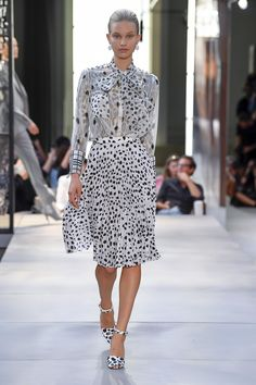 c5c3f6b2025d0 Burberry Spring 2019 Ready-to-Wear Fashion Show