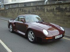 1986 Porsche 959 one of the few cars that were not aloud in America cuz it was faster than any cop car out at the time.