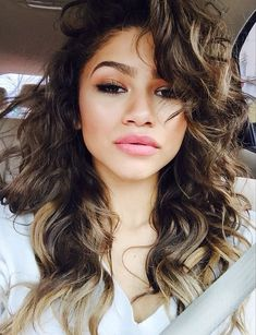 Giving that hair life...Zendaya, by her full name Zendaya Maree Stoermer Coleman, is an actress, singer, model and American dancer, born September 1, 1996 in Oakland. Wikipedia