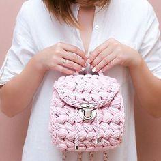 Невинность, хрупкость, женственность и романтичность...вот что делает с нами сочетание белого и нежно-розового И конечно же, когда ещё носить #рюкзакзефирка , если не летом ______________ #summer2017 #icecream #crochetbagpack #madeinua #рюкзакзефирка #рюкзаккрючком #летнийрюкзак #заказатьрюкзак #рюкзакручнойработы #авторскиерюкзаки #зробленовукраїні