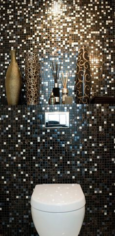 gold bathroom decor ideas - Internal Home Design Mosaic Bathroom, Gold Bathroom, Bathroom Interior, Small Bathroom, Restaurant Bad, Restaurant Bathroom, Toilet Room Decor, Bad Styling, Downstairs Toilet
