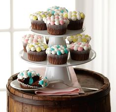 Ice and decorate sweet treats with the latest techniques in Course 1.