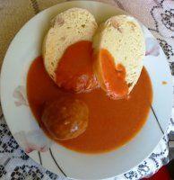 Mäsové guľky v paradajkovej omáčke. Pudding, Eggs, Breakfast, Desserts, Food, Morning Coffee, Tailgate Desserts, Deserts, Custard Pudding