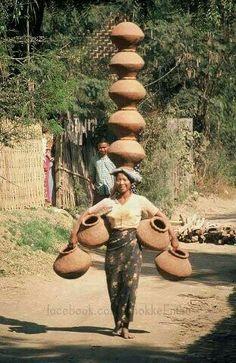 A Balancing Act - Myanmar . And you think you've got a tough job ? Laos, Beautiful World, Beautiful People, People Around The World, Around The Worlds, Foto Portrait, World Cultures, Belle Photo, Wonders Of The World